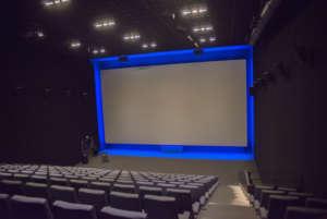 ecran de cinéma tendu sur cadre aluminium