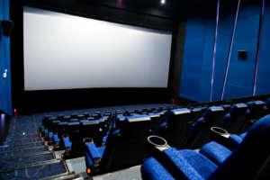 ecran de cinema tendu sur cadre Cinewalk Multivision